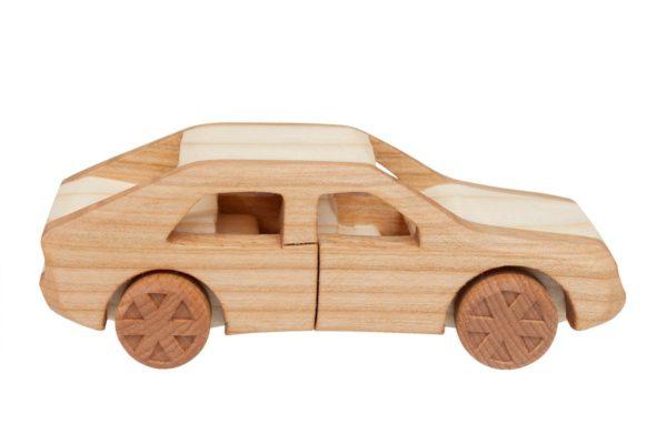 """Samochód z drewna """"FSO Polonez"""""""