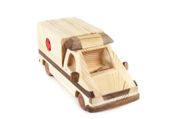 """Samochód z drewna """"Ambulans"""""""