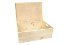 Drewniany kufer, pudło z deklem