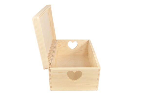 Drewniany kufer, pudełko z deklem