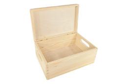 Drewniany kufer z deklem