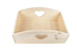 Drewniany pojemnik w serca