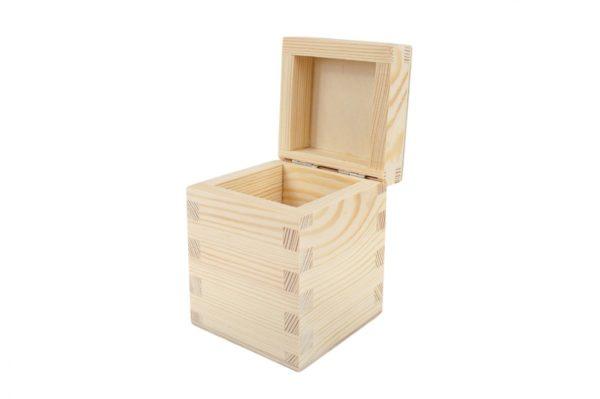 Drewniany kuferek z deklem