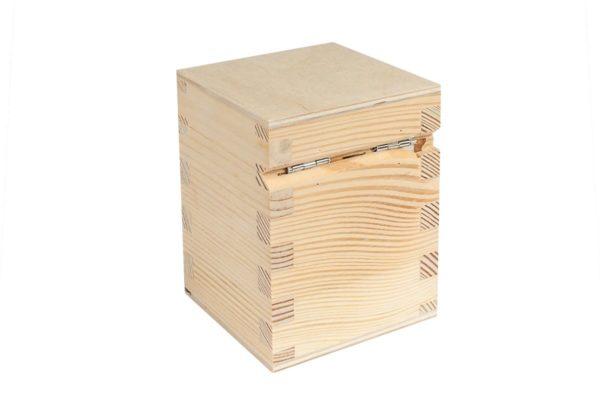 Zamykany drewniany kuferek