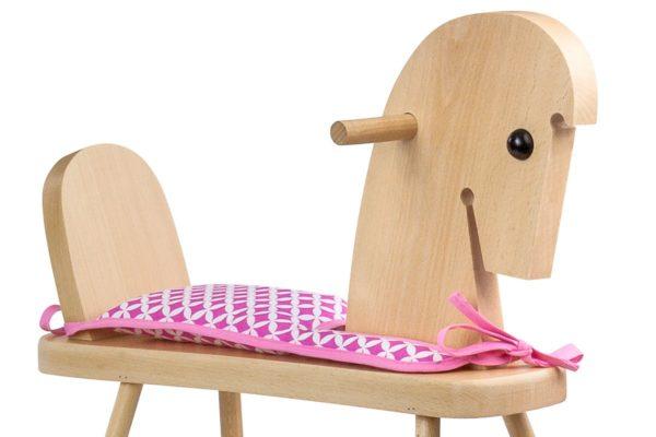 Drewniany konik na biegunach z siodełkiem