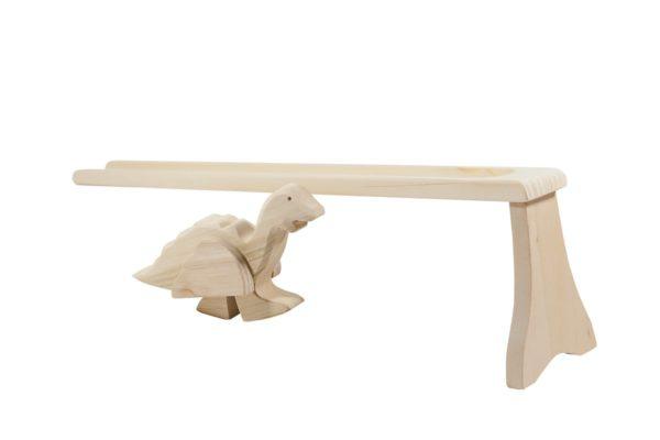 Drewniany dinozaur na pochylni