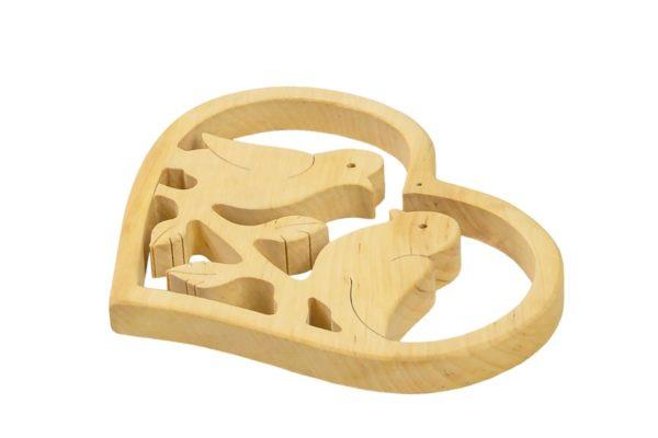 Ozdobne serce z gołąbkami - z drewna
