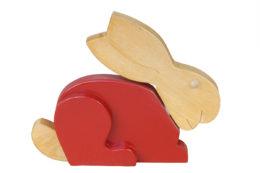 Ozdobny królik z drewna - czerwony