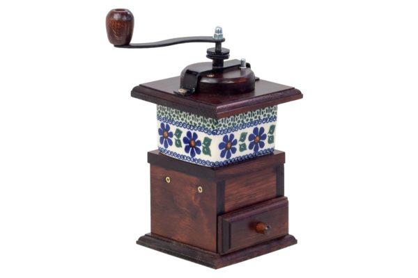 Drewniany, ręczny młynek z szufladką oraz ceramiczną wstawką