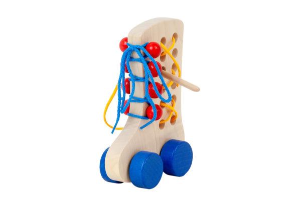 Drewniany Sznurowany Bucik - zabawka edukacyjna