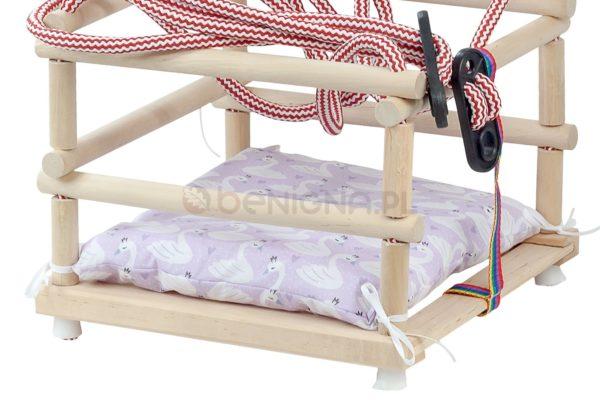 Huśtawka drewniana, podwieszana z miękką poduszką