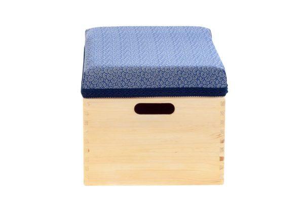 Pufa, drewniana skrzynia z siedziskiem
