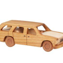 Duży, drewniany model