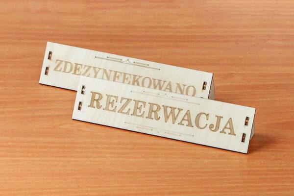 Drewniana tabliczka informacyjna - zdezynfekowano