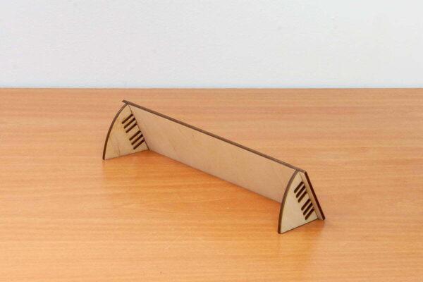Drewniana tabliczka informacyjna