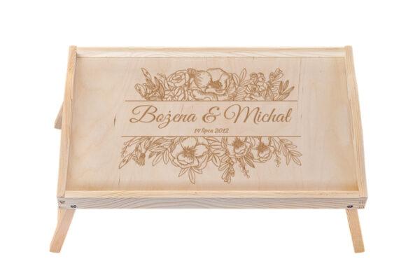 Drewniana taca, stolik śniadaniowy grawerem – ślub, rocznica