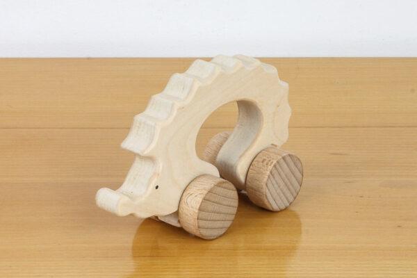 Jeż - drewniana figurka na kołach