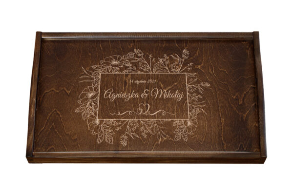 Drewniana taca z uchwytami i grawerem – ślub, rocznica