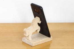 Podstawka pod telefon z figurką konika