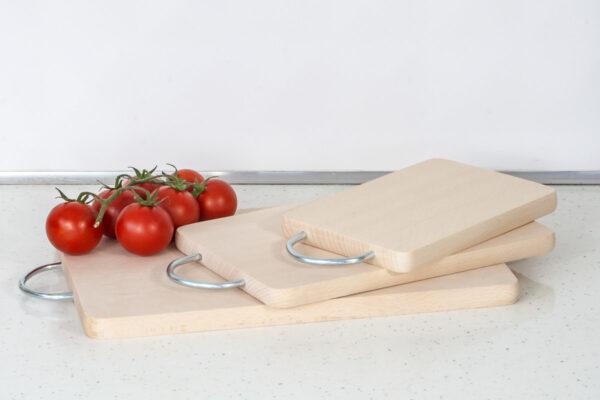 Bukowa deska do krojenia z uchwytem metalowym