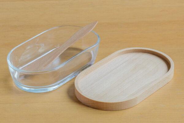 Duża maselniczka z drewna i szkła